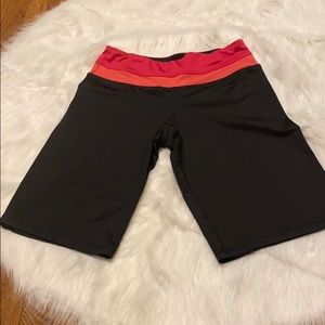 WORKOUT ABOVE KNEES SHORTS...